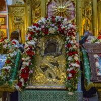 Митрополит Тихон совершил Божественную Литургию в Михайловском соборе