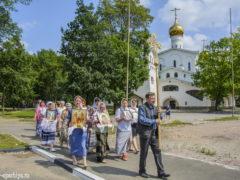 Традиционный ежемесячный крестный ход вокруг города Пскова в 2019 году