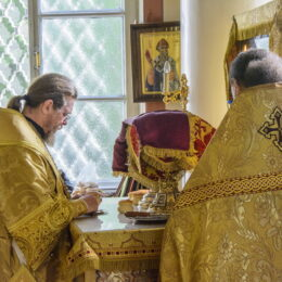 22 июля 2018 года, в Неделю 8-ю по Пятидесятнице, митрополит Псковский и Порховский Тихон совершил Божественную Литургию в Михайловском соборе Свято-Успенского Псково-Печерского монастыря.