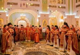 В ночь с 16 на 17 июля в день памяти святых Царственных страстотерпцев, по сложившейся традиции, в московском Сретенском монастыре состоялась Божественная Литургия.