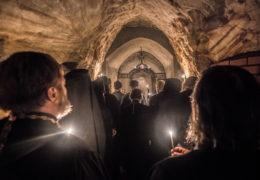 30 августа 2018 года, в попразднство Успения Пресвятой Богородицы, в Богом Зданных пещерах Псково-Печерского монастыря прошли панихиды по почивающей в них братии обители.