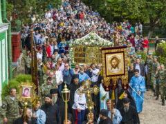 28 августа 2018 года, в праздник Успения Пресвятой Богородицы, митрополит Псковский и Порховский Тихон совершил Божестенную Литургию с крестным ходом в Свято-Успенском Псково-Печерском монастыре.