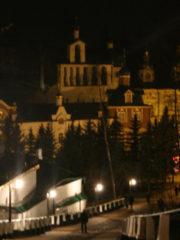 В ночь с 24 на 25 октября 2018 года митрополит Псковский и Порховский Тихон совершил ночную Божественную Литургию в Свято-Успенском Псково-Печерском монастыре.