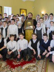 В день памяти святителя Тихона, патриарха Всероссийского, в Свято-Тихоновской православной гимназии города Пскова был совершен праздничный молебен.