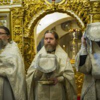 20 апреля 2019 года, в день Лазаревой субботы, митрополит Псковский и Порховский Тихон совершил Божественную Литургию в Успенском храме Псково-Печерской обители.