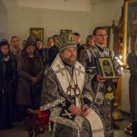 3 апреля 2019 года митрополит Псковский и Порховский Тихон совершил вечернюю Божественную Литургию Преждеосвященных Даров в Свято-Троицком кафедральном соборе города Пскова.