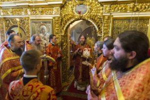 19 мая 2019 года, в Неделю 4-ю по Пасхе, митрополит Псковский и Порховский Тихон совершил Божественную Литургию в Успенском храме Псково-Печерской обители.