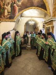 Вечером 24 июня 2019 года, накануне дня памяти преподобного Онуфрия Мальского, митрополит и Порховский Тихон возглавил полиелейное богослужение в Успенском соборе Псково-Печерского монастыря.