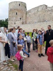 В Старом Изборске радушно приняли псковских паломников.