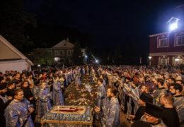 Вечером 29 августа 2019 года митрополит Псковский и Порховский Тихон совершил всенощное бдение с чином погребения Божией Матери в Свято-Успенском Псково-Печерском монастыре.
