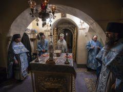 В ночь с 31 июля на 1 августа 2019 года митрополит Псковский и Порховский Тихон совершил ночную Божественную литургию в Успенском соборе Псково-Печерского монастыря.