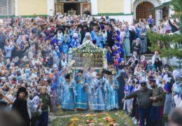 Вечером 27 августа 2019 года, накануне Успения Пресвятой Богородицы, в Свято-Успенском Псково-Печерском монастыре было совершено торжественное всенощное бдение с крестным ходом.