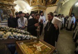 Вечером 25 августа 2019 года, накануне дня памяти святителя Тихона Задонского, митрополит Тихон молился за вечерним богослужением в Успенском соборе Псково-Печерской обители.