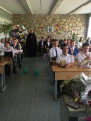 Учебный год в Порховской школе №1 начался с молитвы.