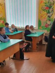 21 октября 2019 года в школе №11 города Пскова руководитель епархиального Отдела религиозного образования и катехизации протоиерей Роман Ледин провел беседу с учащимися 3-го класса о вреде сквернословия.