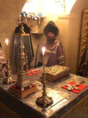 3 октября 2019 года митрополит Псковский и Порховский Тихон совершил ночную Божественную Литургию в Успенском соборе Псково-Печерской обители.