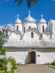 Богослужения с участием мирян возобновляются в Псковской епархии с 21 мая