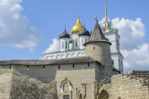 Псковская епархия возобновляет богослужения внутри храмов