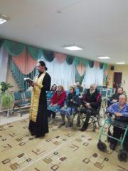 Жильцы Гривского дома-интерната для пожилых людей и инвалидов стали причастниками Святых Христовых Тайн.