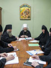 5 декабря 2019 года митрополит Псковский и Порховский Тихон провел рабочую встречу с игуменами и игумениями монастырей Псковской епархии.