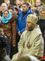 В ночь с 6 на 7 января 2020 года, в праздник Рождества Христова, митрополит Псковский и Порховский Тихон совершил Божественную Литургию в Свято-Троицком кафедральном соборе города Пскова.