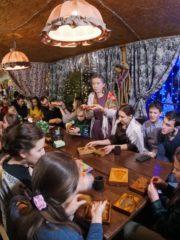 Святочные гуляния на «Хлебном хуторе»: как православная молодежь Пскова и Печор отпраздновала Крещение Господне