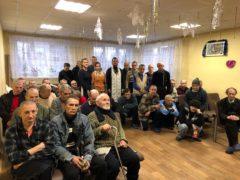 Постояльцы психоневрологического интерната для взрослых в городе Дно приняли поздравление с праздником Рождества Христова.