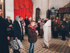 В Свято-Троицком кафедральном соборе города Пскова в ночь с 24 на 25 января 2020 года состоялась ночная литургия для молодёжи