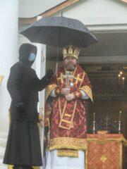 В день памяти апостола и евангелиста Иоанна Богослова митрополит Псковский и Порховский Тихон совершил Божественную литургию в Свято-Успенском Псково-Печерском монастыре