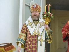 Накануне отдания Пасхи митрополит Псковский и Порховский Тихон возглавил Всенощное бдение в Псково-Печерском монастыре