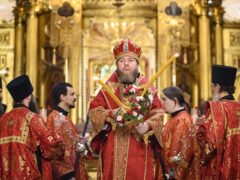 В Неделю 4-ю по Пасхе митрополит Псковский и Порховский Тихон совершил Божественную литургию в Псково-Печерском монастыре