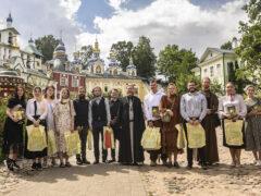 Студенты московских вузов посетили Печоры и встретились с митрополитом Псковским и Порховским Тихоном