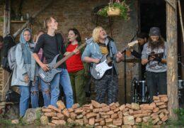 Научись играть на гитаре: молодежный центр «Троицкий»