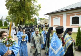 В праздник Рождества Пресвятой Богородицы митрополит Псковский и Порховский Тихон совершил Божественную литургию в Рождества Богородицы Снетогорском женском монастыре