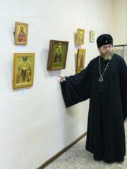 """Митрополит Тихон посетил выставку современной псковской иконописи """"Сретение"""""""
