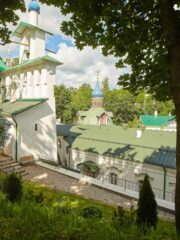 Фейк-ньюс из Печор: плановые работы на склонах монастыря приняли за чрезвычайную ситуацию
