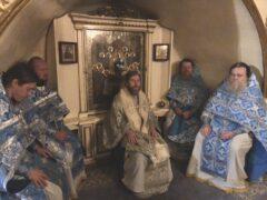 В четверг 21-й седмицы по Пятидесятнице митрополит Тихон совершил Божественную Литургию в Свято-Успенском Псково-Печерском монастыре