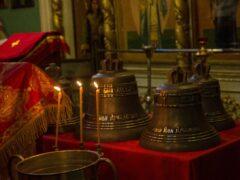 В Неделю о Страшном Суде в храме великомученика Димитрия Солунского города Пскова состоялось освящение новых колоколов