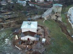 На территории храма святых Космы и Дамиана (с Гремячей горы)города Пскова закончены археологические работы