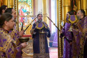 18 апреля 2021 года, в Неделю 5-ю Великого поста, митрополит Псковский и Порховский Тихон совершил Божественную литургию в Михайловском соборе Свято-Успенского Псково-Печерского монастыря
