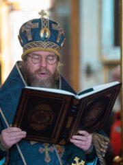 29 апреля 2021 года, в Великий Четверток, воспоминание Тайной Вечери, митрополит Псковский и Порховский Тихон совершил Божественную литургию в Свято-Успенском Псково-Печерском монастыре