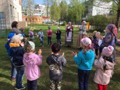 При содействии Отдела религиозного образования и катехизации Псковской епархии для детей детского сада №41 города Пскова был устроен Пасхальный праздник