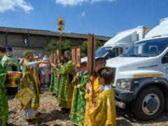 Митрополит Тихон передал в дар медикам Псковской области три лечебницы на колёсах
