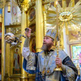 14 октября 2021 года, в празднование Покрова Пресвятой Богородицы, митрополит Псковский и Порховский Тихон совершил Божественную литургию в Свято-Успенском Псково-Печерском монастыре