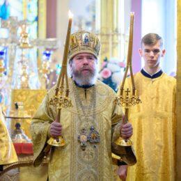 17 октября 2021 года, в Неделю 17-ю по Пятидесятнице, митрополит Псковский и Порховский Тихон совершил Божественную литургию в Свято-Успенском Псково-Печерском монастыре